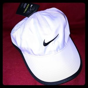 Nike white sports cap NWT